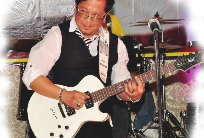 Willie Pure  (Solo Performer: Guitarist/Singer)