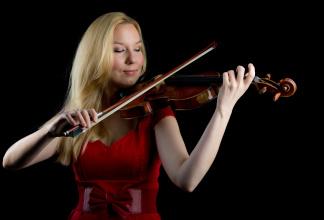 Anna - Classical Violinist/ Violoniste/Geigerin